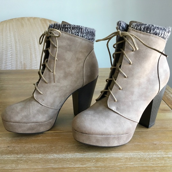 JustFab Shoes - JUSTFAB TAN HEELED LACE UP BOOTIES SIZE 9